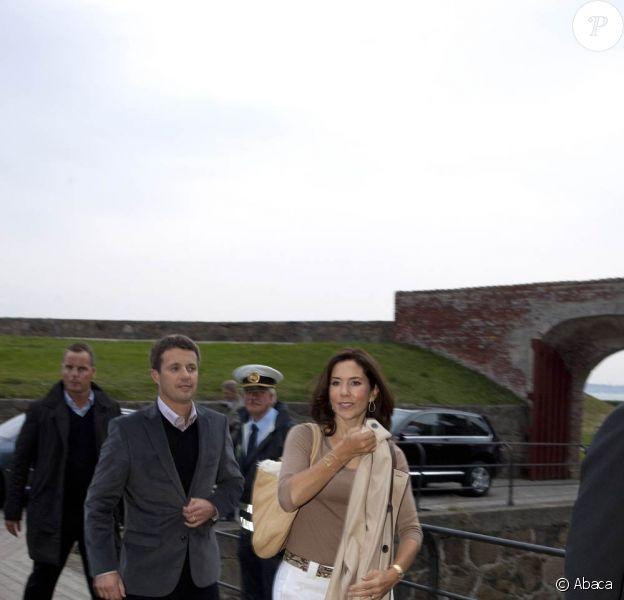 Mary et Frederik de Danemark arrivent au château de Kronborg, le 25 août 2009, pour la première des cinq représentations de Hamlet avec Jude Law