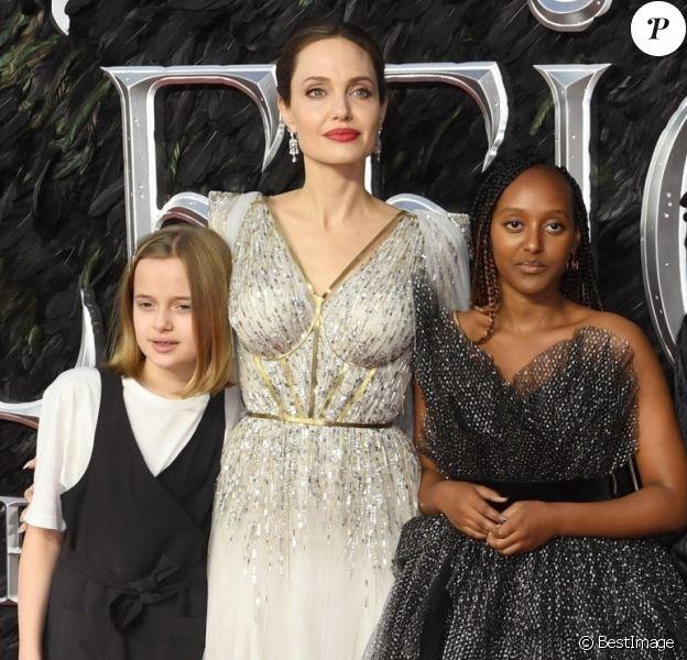 """Angelina Jolie avec ses enfants Zahara, Shiloh, Vivienne et Knox, le 9 octobre 2019 à Londres pour la première de """"Maléfique : Le Pouvoir du mal """"."""