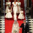Pippa Middleton et la jeune Grace van Cutsem (à gauche), demoiselle d'honneur du prince William et Kate Middleton, lors de leur mariage célébré à Londres le 29 avril 2011.