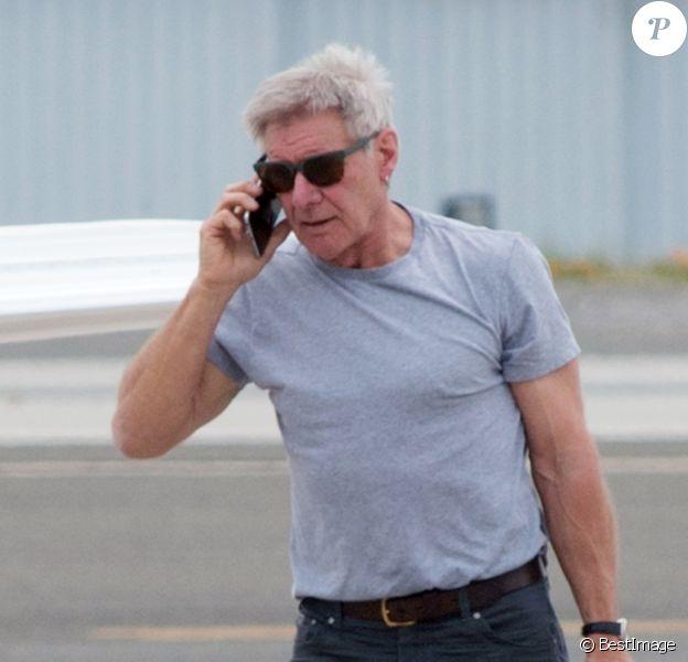 Exclusif - Harrison Ford arrive à Los Angeles avec son jet privé qu'il pilote lui-même le 21 mars 2017.