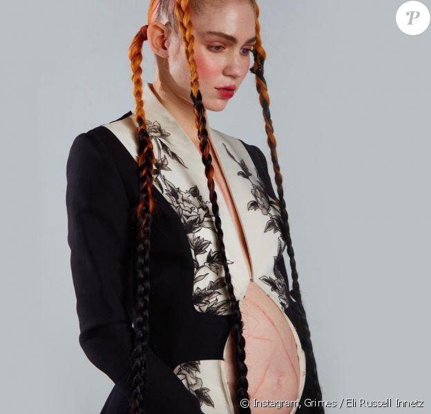 La chanteuse Grimes, enceinte. Photo par Eli Russell Innetz. Janvier 2020.