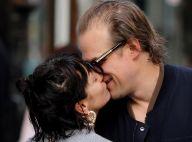 """Lily Allen et David Harbour fiancés ? Une bague et une """"règle"""" qui disent tout"""