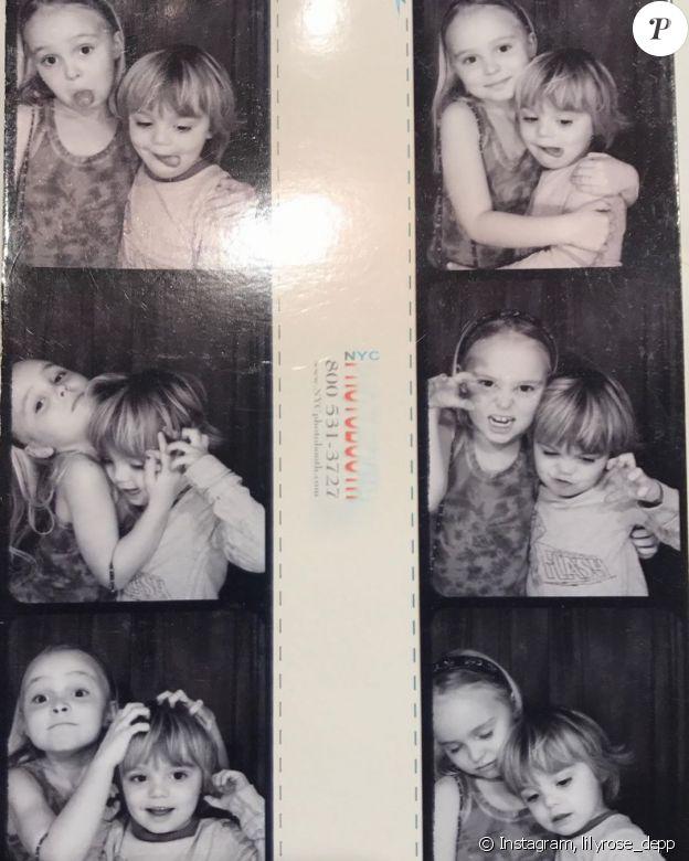 Lily-Rose Depp et son petit frère Jack sur Instagram, le 9 avril 2020.