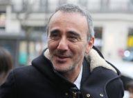 """Élie Semoun """"amoureux"""" et en couple : il confirme sa nouvelle relation"""
