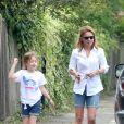 Exclusif - Geri Halliwell et sa fille Bluebell Madonna à Londres. Geri s'est cognée le menton contre la portière de sa voiture en parlant à un voisin. Le 29 juillet 2014.