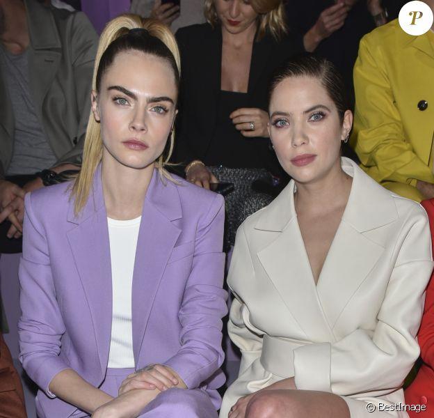 """Cara Delevingne, Ashley Benson - People au défilé de mode """"Boss"""" collection Automne-Hiver 2020-2021 lors de la fashion week à Milan, le 23 février 2020."""