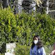 Laeticia Hallyday, ses filles Jade et Joy, Christina, avec des masques, et leurs chiens Santos, Cheyenne et Bono se promènent dans le quartier de Pacific Palisades, à Los Angeles, Californie, Etats-Unis, le 3 avril 2020.