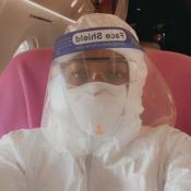 Naomi Campbell : Combinaison, masque et bouclier pour prendre l'avion