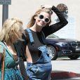 Semi-Exclusif - Jaime King enceinte, son mari Kyle Newman et sa soeur Barry sortent de chez le médecin à Beverly Hills, le 15 juin 2015.
