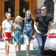 Semi-Exclusif - Jaime King enceinte, son mari Kyle Newman et sa soeur Barry sortent de chez le médecin à Beverly Hills, le 15 juin 2015