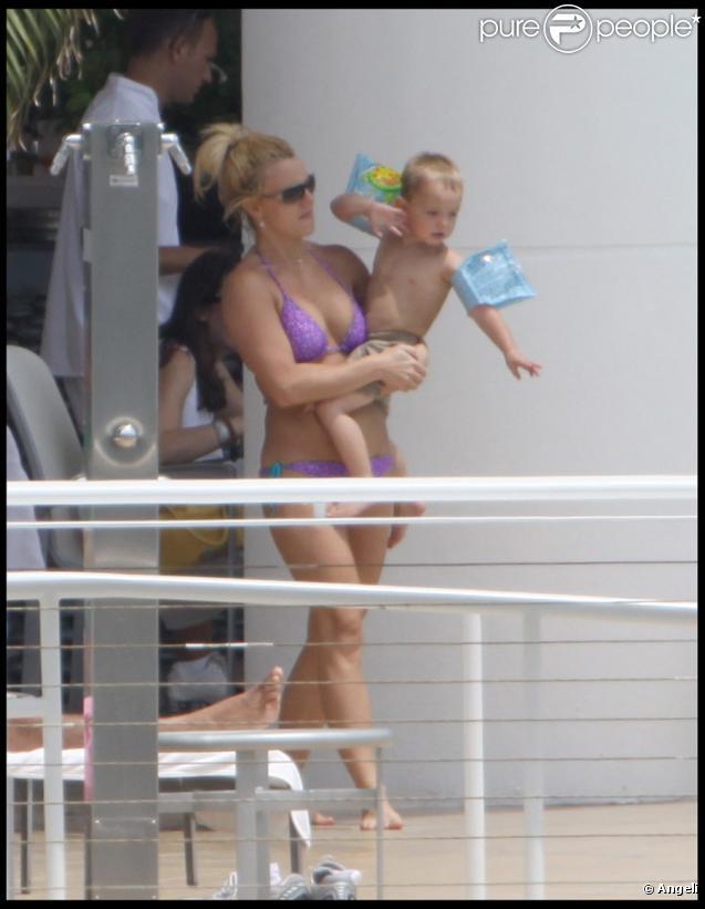 Britney Spears avec ses fils à Miami le 31 août 2009