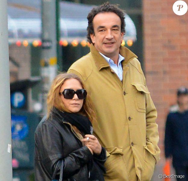 Exclusif - Olivier Sarkozy et sa compagne Mary Kate Olsen se promenent dans les rues de East Village, apres avoir dejeune au restaurant Quartino a New York. Le 18 novembre 2012