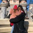 Amel Bent emmène sa fille à Disneyland Paris pour ses 4 ans, le 4 février 2020.
