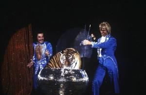 Siegfried et Roy reviennent sur scène à Las Vegas avec leurs tigres blancs...