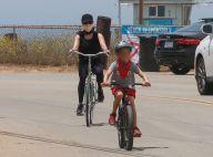 Reese Witherspoon : À vélo près de la plage avec son mari et leur fils Tennessee