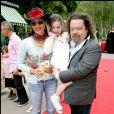 Hermine de Clermont-Tonnerre et son mari Alastair Cuddeford avec leur fille Allegra .24/06/2008