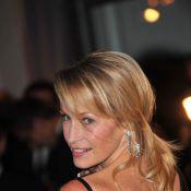 Estelle Lefébure, Julie Depardieu et huit stars dévoilent leur poitrine... contre le cancer du sein ! Regardez !