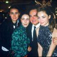 """Archives - Guy Béart, Geneviève Galéa et leurs filles Emmanuelle et Eve lors de la première du film """"Manon des sources"""". Le 19 novembre 1986."""