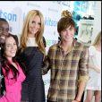 """Elijah Kelly, Nikki Blonsky, Amanda Bynes et Zac Efron - L'équipe du film """"Hairspray"""" fans une boutique de Kitson à Los Angeles. Le 15 juillet 2007."""