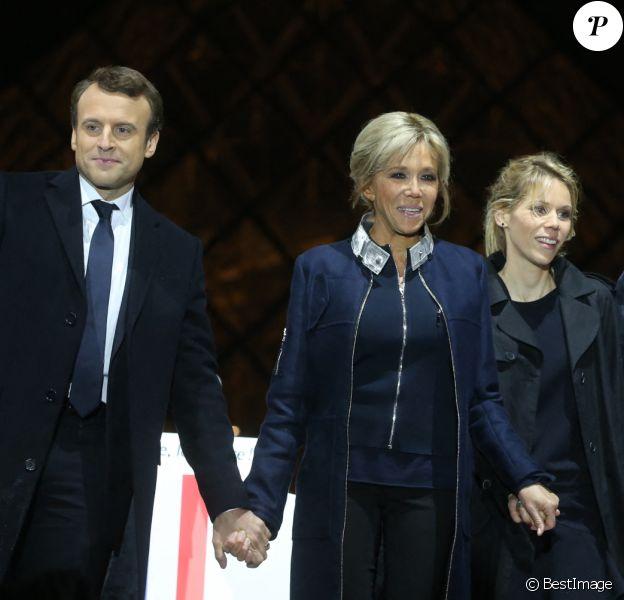 Emmanuel Macron avec sa femme Brigitte Macron (Trogneux), Tiphaine Auzière et son compagnon Antoine - Le président-élu, Emmanuel Macron, prononce son discours devant la pyramide au musée du Louvre à Paris, après sa victoire lors du deuxième tour de l'élection présidentielle le 7 mai 2017.