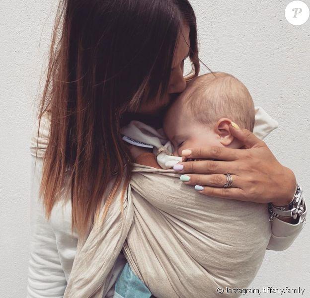 """Tiffany de """"Mariés au premier regard"""" avec sa fille Zélie, le  juillet 2020"""