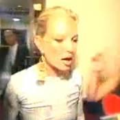 Kate Moss : Il ne faut pas blaguer avec elle ! Regardez la... très en colère !