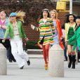 """Ashley Fink, Heather Morris, Lea Michele, Dianna Agron, Naya Rivera et Jenna Ushkowitz sur le tournage de la série """"Glee"""" en 2011 à New York."""