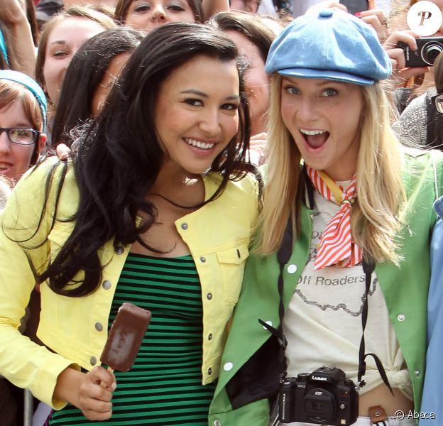 """Naya Rivera, Heather Morris et Kevin McHale sur le tournage de la série """"Glee"""" à New York en 2011."""