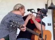 Clayton Gardner agressé : une jeune femme lui tousse au visage en plein concert