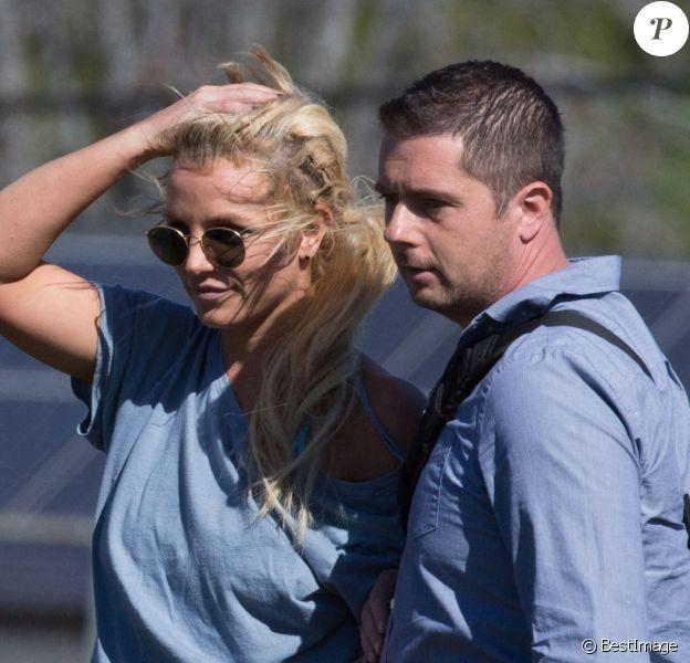 Britney Spears regarde ses fils jouer au football avec son frère Bryan et sa nièce Lexie à Los Angeles le 6 février 2016.