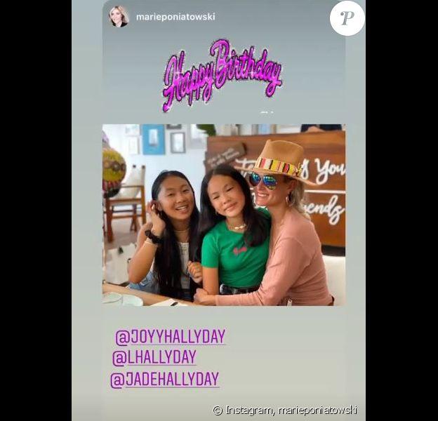 "Laeticia Hallyday avec ses deux filles Jade et Joy. Joy Hallyday a fêté ses 12 ans le 27 juillet 2020, au restaurant ""Nikki Beach"" de Saint-Barthélemy."