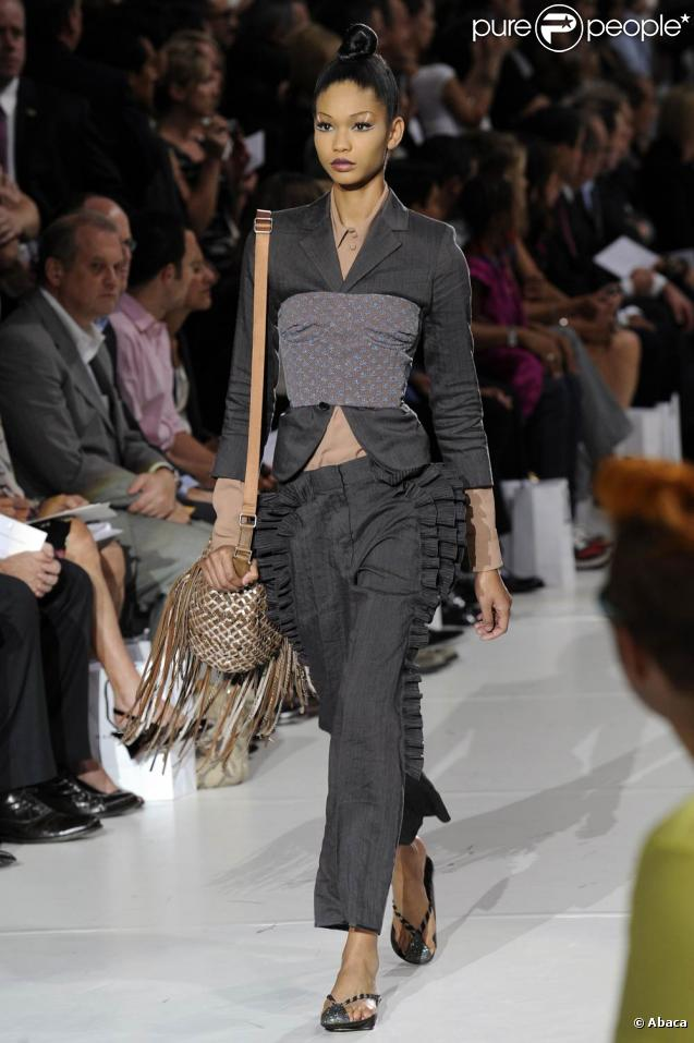 http://static1.purepeople.com/articles/6/39/87/6/@/281012-defile-marc-jacobs-a-la-fashion-week-637x0-3.jpg