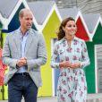 Le prince William et la duchesse Catherine de Cambridge (vêtue d'une robe Emilia Wickstead) visitaient le 5 août 2020 Barry Island, au Pays de Galles.