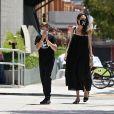 Exclusif - Angelina Jolie fait du shopping avec son fils Knox Jolie-Pitt dans le quartier de Los Feliz à Los Angeles pendant l'épidémie de coronavirus (Covid-19). Angelina porte un masque de la marque Off-White! Le 5 août 2020. @Backgrid USA / Bestimage