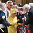 """Windsor, le 18 avril 2020 - La reine Elizabeth II distribuant le """"Maundy"""" pendant le service Royal Maundy à la chapelle St George."""