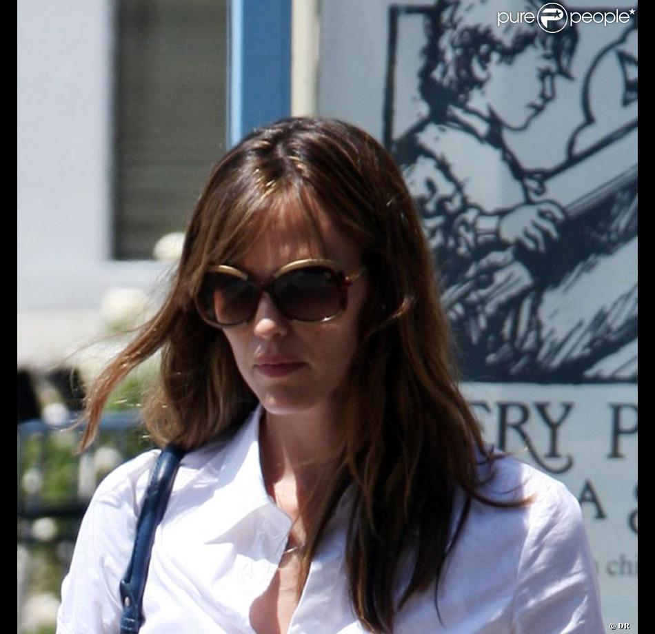a6156aaad89c1 Jennifer Garner parée des nouvelles lunettes de soleil Tod's ...
