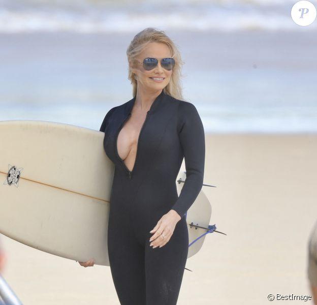 Exclusif - Pamela Anderson sur le tournage d'une publicité pour Ultra Tunes TV sur la plage de Gold Coast sur la côte est de l'Australie.
