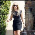 Ashley Tisdale rejoint son fiancé Scott Speer, et va déjeuner avec sa famille. 19/09/09