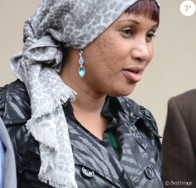 Nafissatou Diallo quitte le tribunal du Bronx a New York, USA. Un accord financier entre Dominique Strauss-Kahn et Nafissatou Diallo qui l'accusait d'agression sexuelle a mis fin ce lundi aux poursuites contre l'ancien patron du FMI à New York.