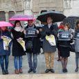 """Minute de silence observée suite à l'attentat contre """"Charlie Hebdo"""" sur le parvis de la cathédrale Notre-Dame à Paris, le 8 janvier 2015. Une attaque terroriste qui a fait 12 morts dont les dessinateurs Charb, Cabu et Georges Wolinski et 2 policiers. La minute de silence est observée dans toute la France."""