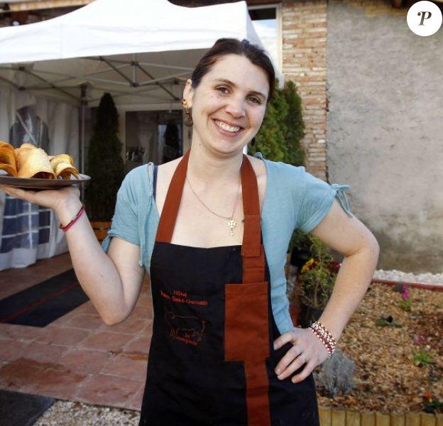 La gagnante de la finale de MasterChef, Anne Alassane pose devant son restaurant, La Pays'anne, à Montauban près de Toulouse, désormais fermé.