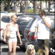 Nicollette Sheridan et son boyfriend à Calabasas (Californie, 21 septembre 2009)