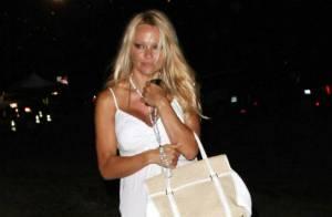 Pamela Anderson presque élégante pour son rendez-vous galant... mais elle a l'air toute triste !
