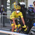 Julian Alaphilippe, maillot jaune - Départ de la 3ème étape du Tour de France entre Nice et Sisteron, le 31 août 2020. J. Alaphilippe porte le maillot jaune et B. Cosnefroy (AG2R La Mondiale) porte celui à pois.