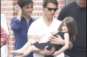 Suri Cruise se prend pour une princesse... et c'est papa Tom qui subit ! Regardez !