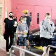 Exclusif - Angelina Jolie est allée faire des courses avec ses filles chez Target dans le quartier de West Hollywood à Los Angeles pendant l'épidémie de coronavirus (Covid-19), le 19 septembre 2020.