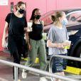 Exclusif - Angelina Jolie est allée faire des courses avec ses filles Vivienne Jolie-Pitt et Zahara Jolie-Pitt chez Target dans le quartier de West Hollywood à Los Angeles pendant l'épidémie de coronavirus (Covid-19), le 19 septembre 2020.
