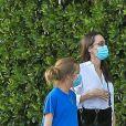 Exclusif - Angelina Jolie semble déposer sa fille de 14 ans, Shiloh chez des amis à Los Angeles, le 25 août 2020.