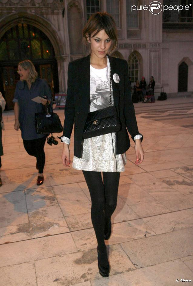 http://static1.purepeople.com/articles/6/40/65/6/@/287810-alexa-chung-tres-casual-chic-637x0-3.jpg