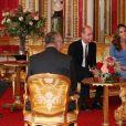 Le prince William, duc de Cambridge, et Kate Middleton, duchesse de Cambridge, reçoivent le président d'Ukraine, Volodymyr Zelensky et sa femme Olena à Buckingham Palace à Londres, le 7 octobre 2020.